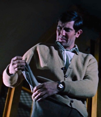 Forgot gloves? George Lazenby's James Bond doesn't let that stop him.