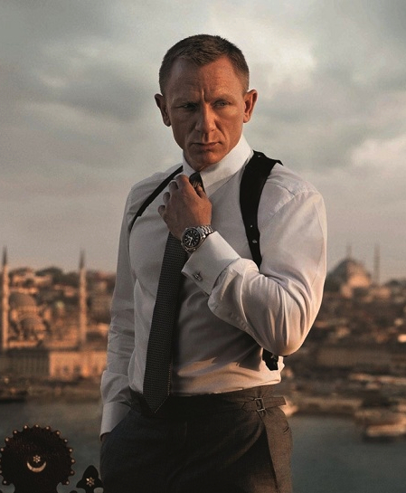 239bc91190739 SF1-crop2 Daniel Craig s James Bond begins Skyfall ...