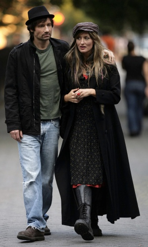 "David Duchovny and Natascha McElhone in New York City while filming ""In Utero"", the tenth episode of Californication's second season."