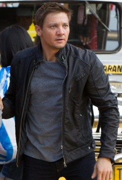 Jeremy Renner looking intently at something as Aaron Cross in The Bourne Legacy.