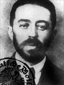 The real Sidney Reilly in 1918. This was the photo used in his Baltic German passport used to get out of Russia after the failure of the Lockhart Plot.