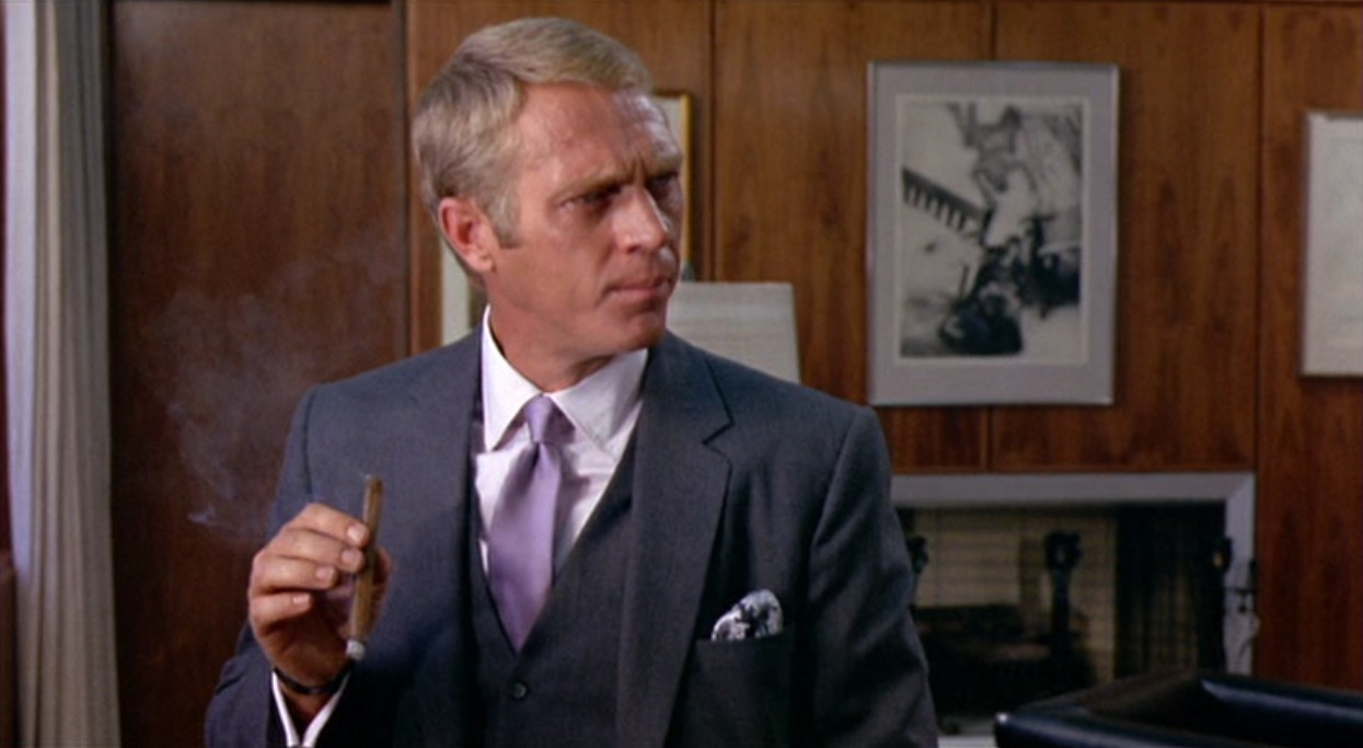 """COOL GUY STEVE MCQUEEN /""""CHEERS TO YOU/"""" PHOTO ON MOVIE SET OF THOMAS CROWN AFFAIR"""