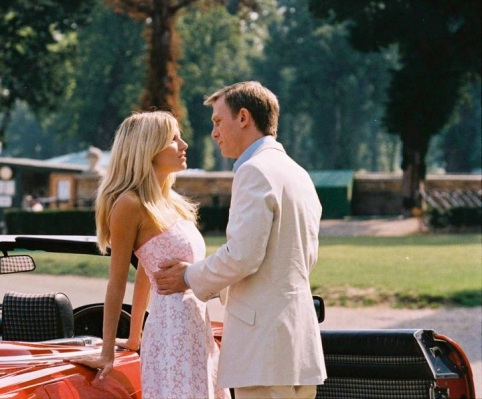 Daniel Craig and Sienna Miller outside the Stoke Park Country Club.