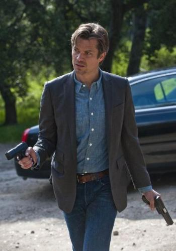 Maybe you're the sort of guy who doesn't care for cowboy hats. No worries - Raylan's look is still applicable.