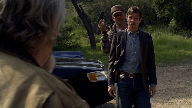 Raylan never really uses his backup pistol; it mostly serves as something to get taken away.