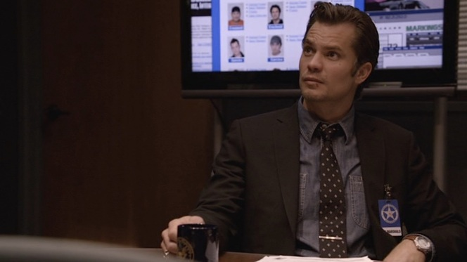 "Raylan redefines business dress in ""The Hammer"" (Episode 1.10)."