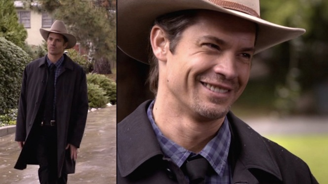 "Raylan's topcoat makes one of its few appearances with a suit, seen here in ""Fixer"" (Episode 1.03)."