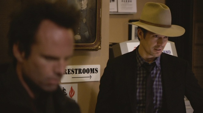"Raylan sports his famous hat in ""The Spoil"" (Episode 2.08)."