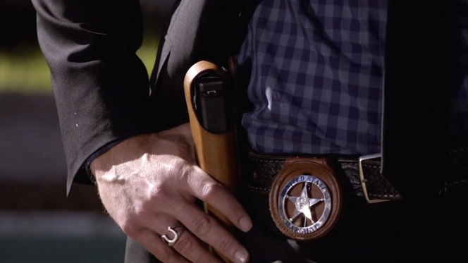 "Raylan prepares for a showdown in ""Fixer"" (Episode 1.03)."