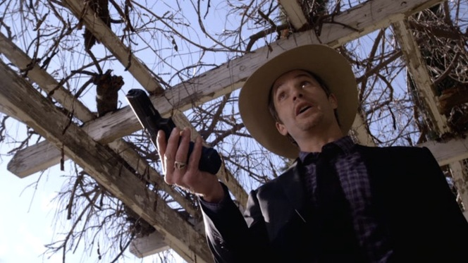 "Raylan whips out his Glock in ""Fixer"" (Episode 1.03)."
