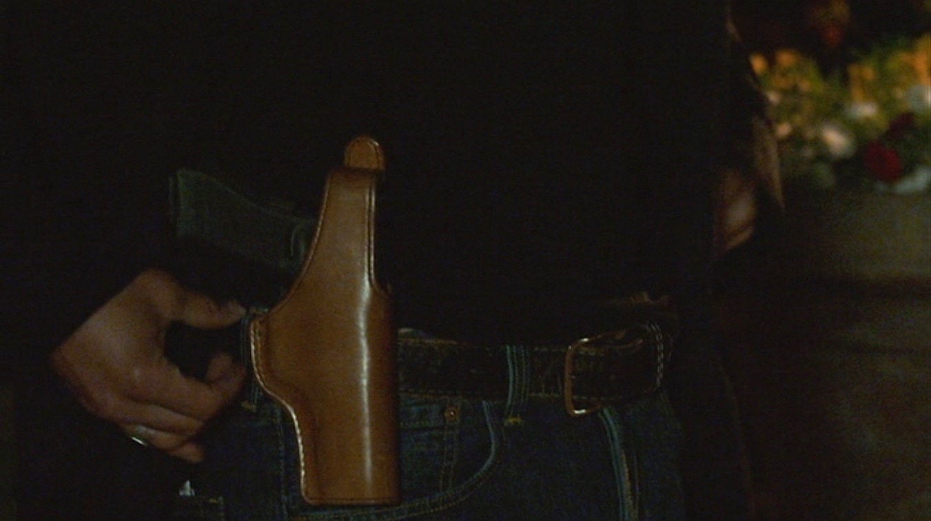Justified – Raylan's Black Flannel Shirt and T with Jeans