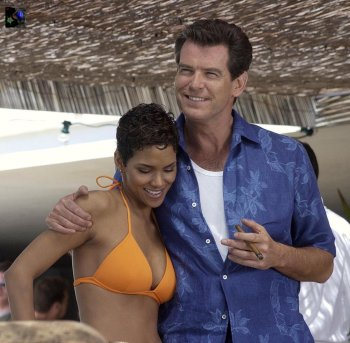 Halle Berry and Pierce Brosnan while filming Die Another Day in Cadiz.