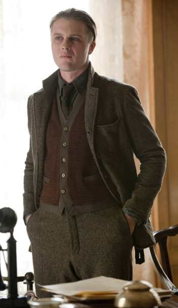 """The Ivory Tower"" (1.02), depicting a simpler Norfolk jacket than the box-pleated one worn in the first episode."