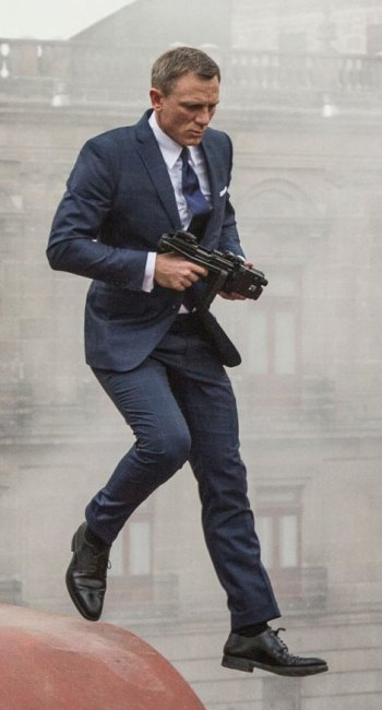 Daniel Craig as James Bond in Spectre (2015).