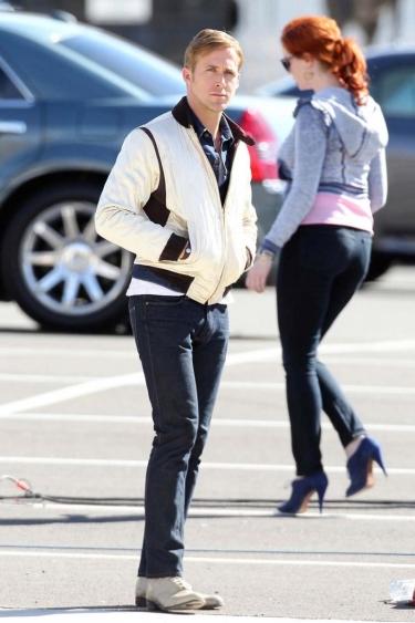 Ryan Gosling and Christina Hendricks (<3) on set.