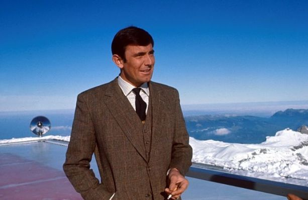 Lazenby on the Piz Gloria set.