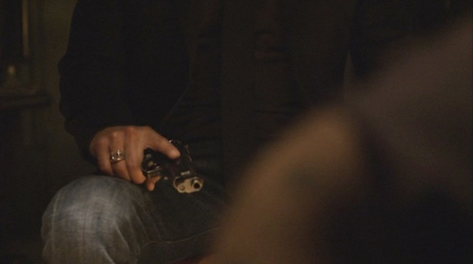 "Raylan displays excellent trigger discipline - and a nice view of his ring! - when handling a crook's Beretta in ""Hatless"" (Episode 1.09)."