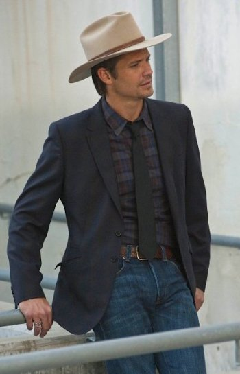 "Timothy Olyphant as Deputy U.S. Marshal Raylan Givens on <em>Justified</em> (Episode 1.05, ""The Lord of War and Thunder"")"
