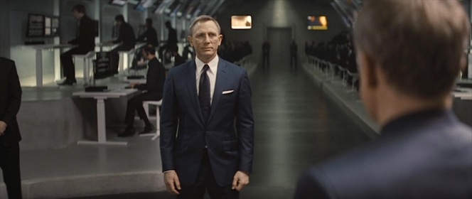 """The """"Blofeld intentionally gave Bond a shrunken suit"""" theory would hold more water if this suit didn't share its fit issues with Bond's own suits in Spectre."""