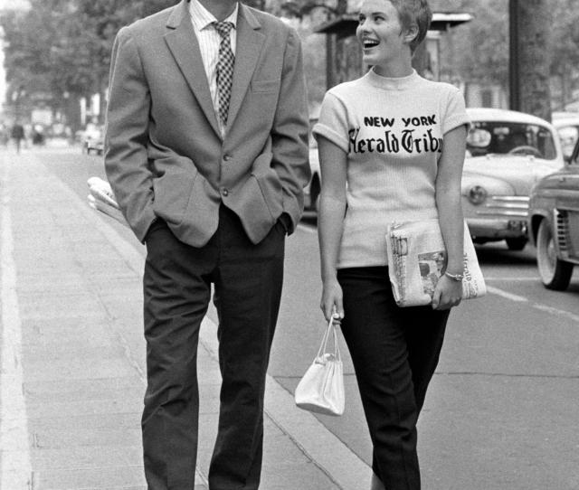 Jean Paul Belmondo As Michel Poiccard And Jean Seberg As Patricia Franchini Strolling Down The