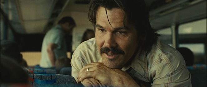 This blog tends to focus on clothing, but it's also worth mentioning that 2007 was definitely The Year of Josh Brolin's Badass '70s Mustaches.