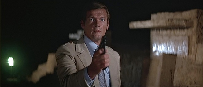 Bond is so distracted by Jaws' imposing figure (not to mention those fucking teeth!) that even he doesn't notice that he's drawn the wrong gun.