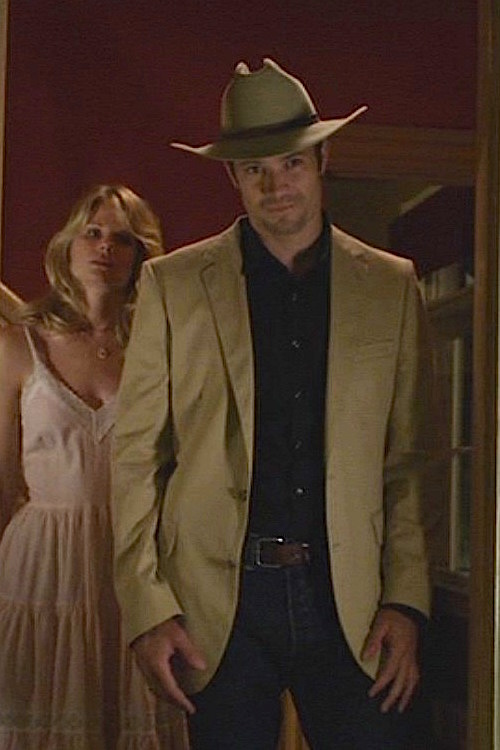 2da929c2 Raylan Givens re-purposes an orphaned tan suit jacket with a black shirt  and dark jeans as he finds his new look in his old hometown.