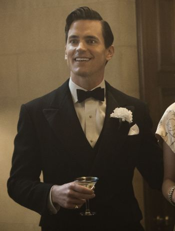 "Matt Bomer as Monroe Stahr on The Last Tycoon (Episode 5: ""Eine Kleine Reichmusik""). Note the shirt's semi-spread collar and narrow pleats as opposed to the point-collared shirt with wider pleats that he wore in other episodes."