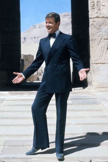 Roger Moore on location in Egypt during the filming of The Spy Who Loved Me, October 1976.