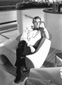 Sean Connery on set. (Source: thunderballs.org)