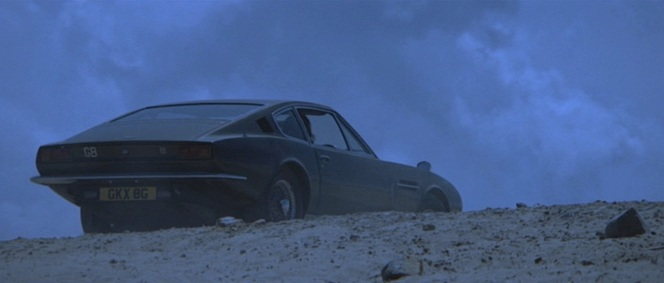 Bond parks his DBS at the top of the beach when observing Tracy's erratic movements.