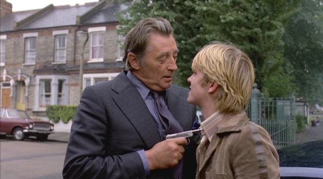 Marlowe catches up with the young Karl Lundgren and holds him at gunpoint.