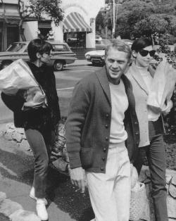 McQueen, flanked by his wife Neile and Clax's wife Peggy, during a picnic shopping trip in Carmel. (Photograph by William Claxton, 1964)