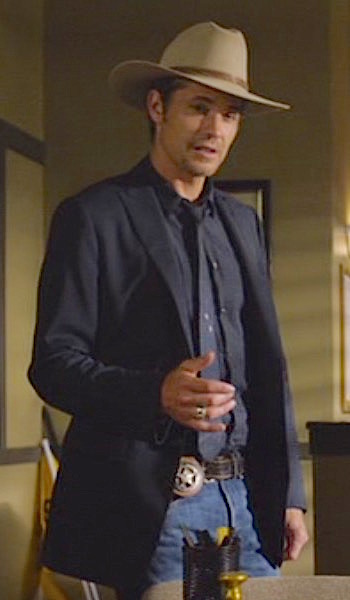 """Timothy Olyphant as Deputy U.S. Marshal Raylan Givens on Justified (Episode 6.02: """"Cash Game"""", 2015)"""