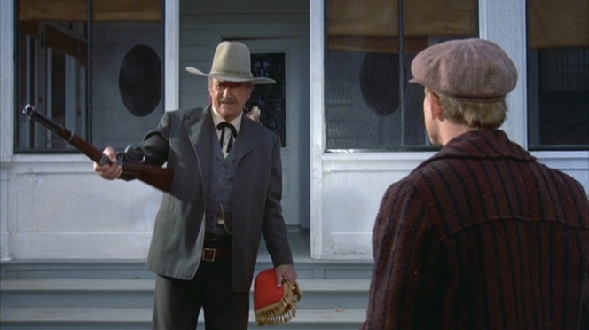 Books uses his Winchester Model 1892 carbine rifle to give Gillom Rogers (Ron Howard) orders.