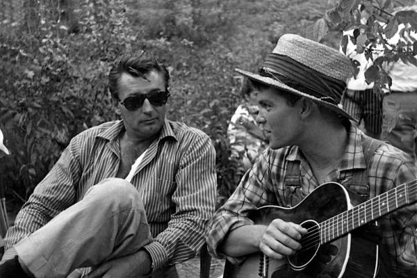 """Robert Mitchum on set with Randy Sparks, who sang the film's Mitchum-penned theme song, """"The Ballad of Thunder Road"""", for the opening credits."""