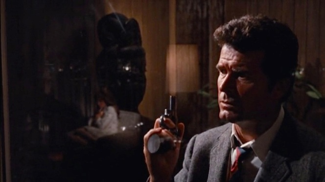 Marlowe arrives at Sonny Steelgrave's home, tapping on the glass door with the butt of his snub-nosed Colt Python.