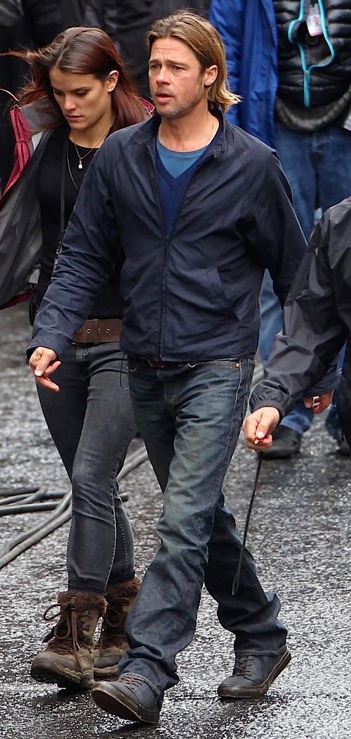 Brad Pitt S Blue Casual Wear In World War Z Bamf Style