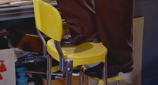 Scottie's suit trousers have a full break that covers much of his shoes.