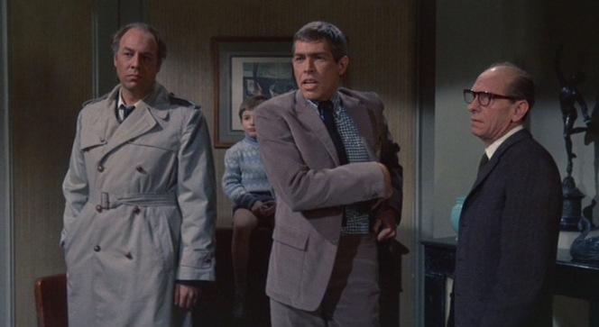 The three un-wise men: Herman Scobie (George Kennedy), Tex Panthollow, and Leopold W. Gideon (Ned Glass).