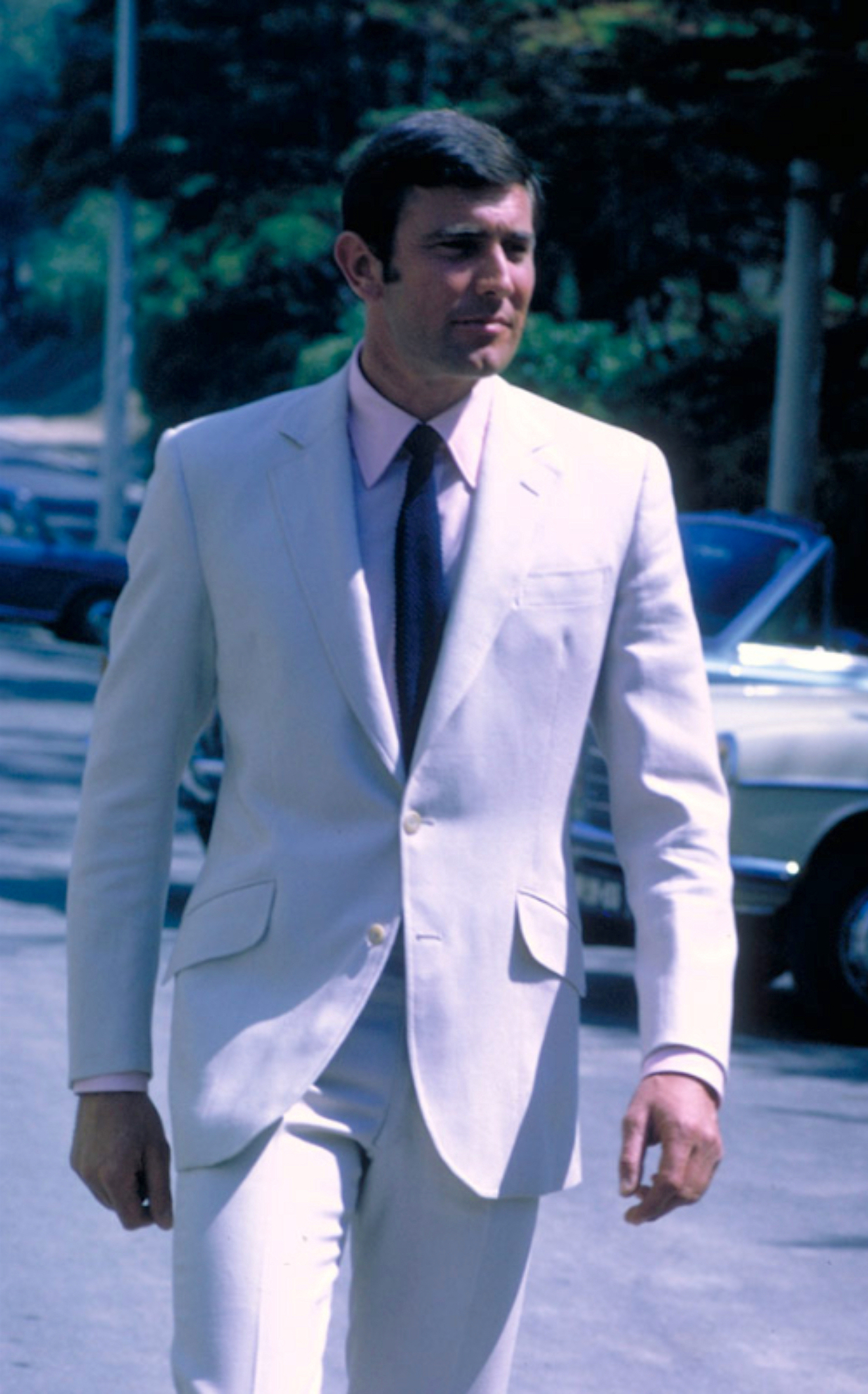 Bond Style Lazenby S Cream Suit And Aston Martin Bamf Style