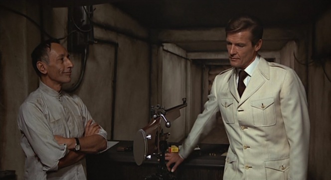 While he's not on safari, Bond's safari-inspired sport jacket is nonetheless appropriate for the warm climate and the informal nature of his visit to Lazar.