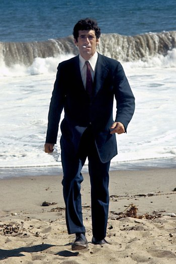 Elliott Gould as Philip Marlowe in The Long Goodbye (1973)