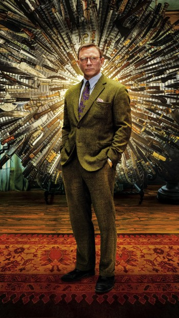 Knives Out's promotional artwork distorted the colors of Daniel Craig's attire, portraying Benoit Blanc in a trippy palette of greens, yellows, and purples as opposed to the colder grays and blues that we see on screen.