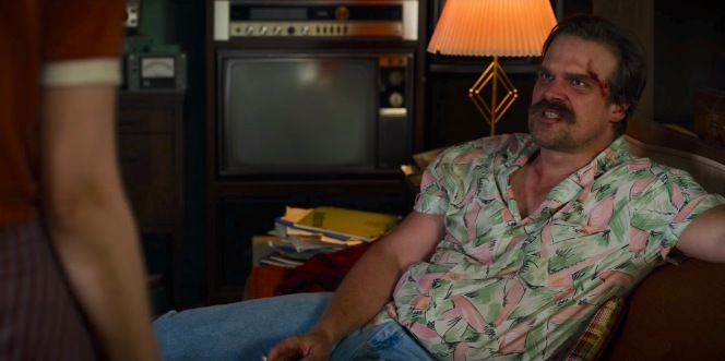 """Surrounded by Murray Bauman's TV sets, Hopper argues with Joyce in """"E Pluribus Unum"""" (Episode 3.06)."""
