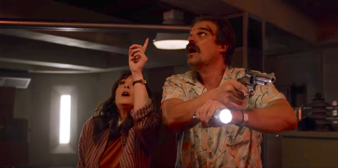 """Hopper employs a Harries technique, aiming his S&W Model 66 and flashlight directly ahead of him, in """"The Flayed"""" (Episode 3.05)."""