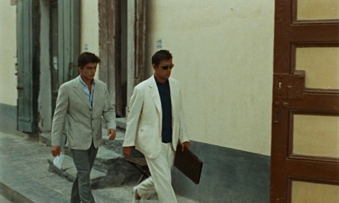 Tom and Philippe walk through Rome, with Philippe wearing a white summer suit that would later end up in the Ripley collection.