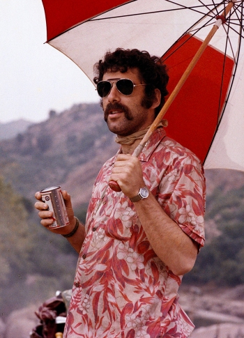 "Elliott Gould as Captain ""Trapper John"" McIntyre in M*A*S*H (1970)"