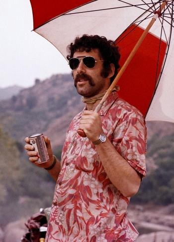 "Elliott Gould as Captain ""Trapper John"" McIntyre in M*A*S*H (1970)"